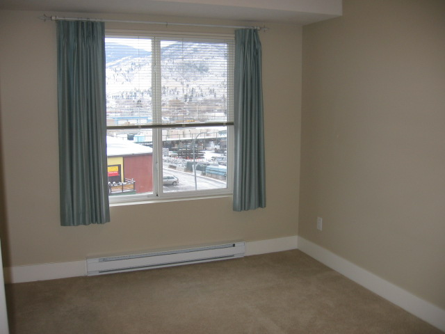 Photo 2: 404 256 Hastings Avenue in Penticton: Main North Multifamily for sale : MLS(r) # 140039