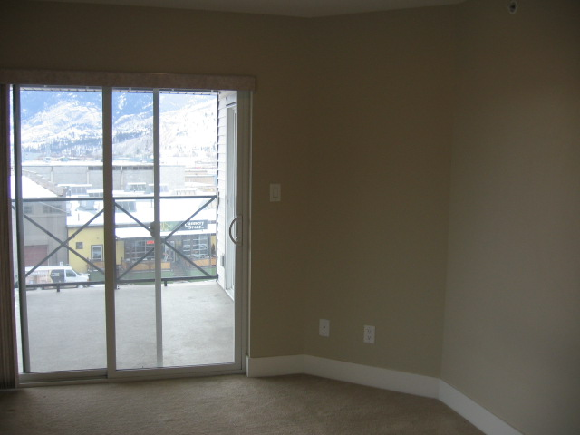 Photo 4: 404 256 Hastings Avenue in Penticton: Main North Multifamily for sale : MLS(r) # 140039
