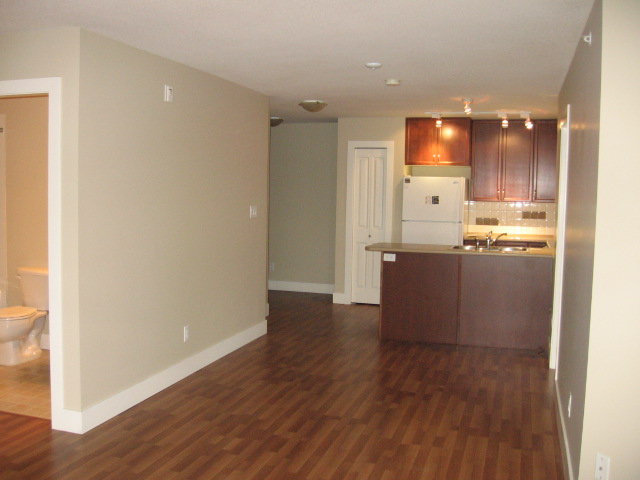 Photo 8: 404 256 Hastings Avenue in Penticton: Main North Multifamily for sale : MLS(r) # 140039