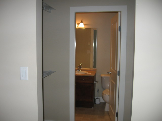 Photo 3: 404 256 Hastings Avenue in Penticton: Main North Multifamily for sale : MLS(r) # 140039