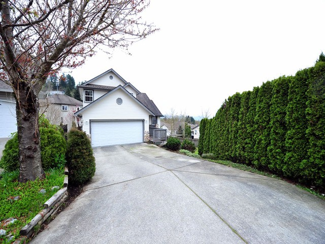 Main Photo: 8358 CLERIHUE Court in Mission: Mission BC House for sale : MLS® # F1308201