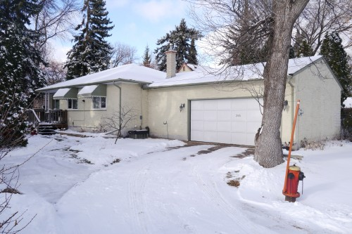 Main Photo: 355 Lyndale Drive in Winnipeg: St Boniface Residential for sale (Winnipeg area)  : MLS® # 1402951