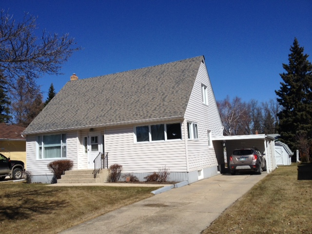Main Photo: 208 Davidson Ave West in Dauphin: Single Family Detached for sale (North)