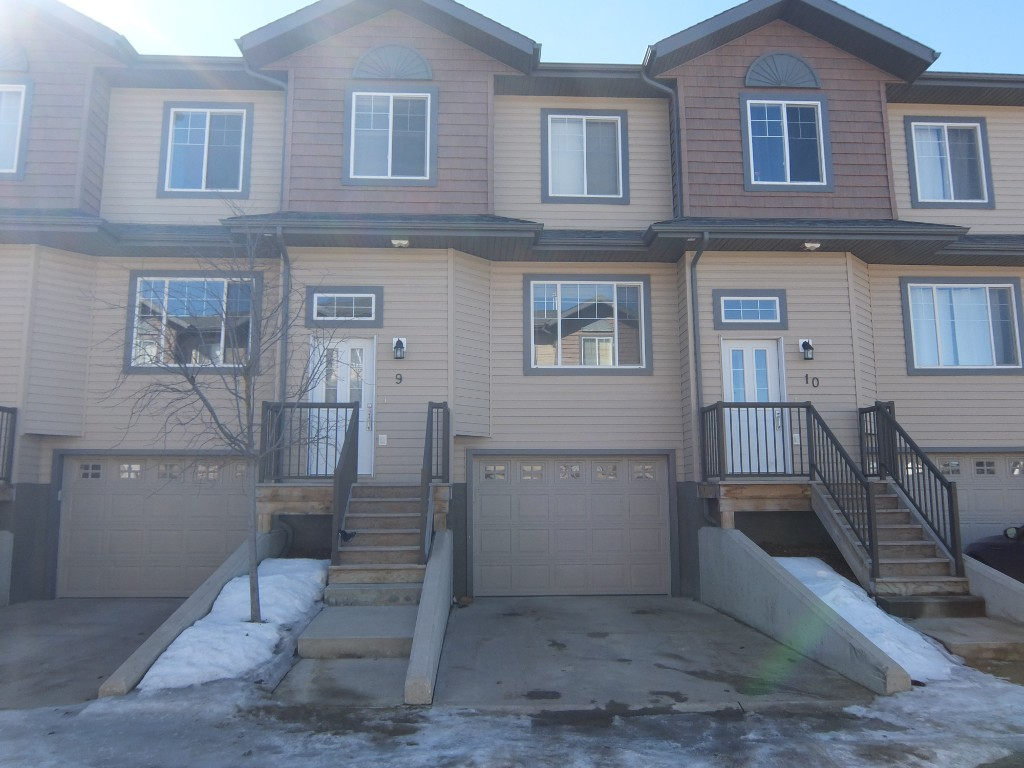 Main Photo: 4010 47 Street in Whitecourt: Townhouse for sale : MLS® # 42908