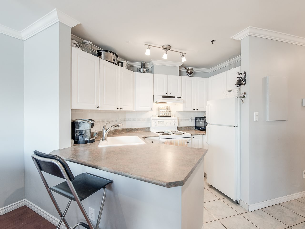 Photo 9: 304 2025 STEPHENS STREET in Vancouver: Kitsilano Condo for sale (Vancouver West)  : MLS® # R2158946