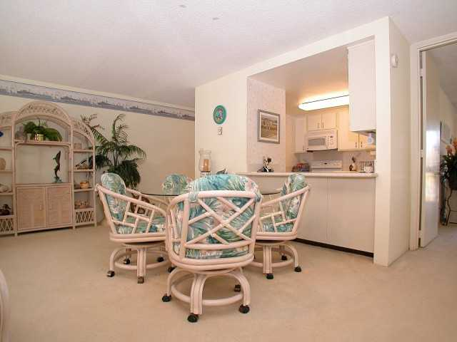 Photo 6: PACIFIC BEACH Home for sale or rent : 2 bedrooms : 3916 RIVIERA #406 in San Diego