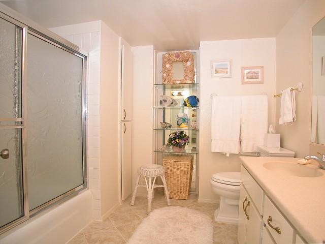 Photo 13: PACIFIC BEACH Home for sale or rent : 2 bedrooms : 3916 RIVIERA #406 in San Diego