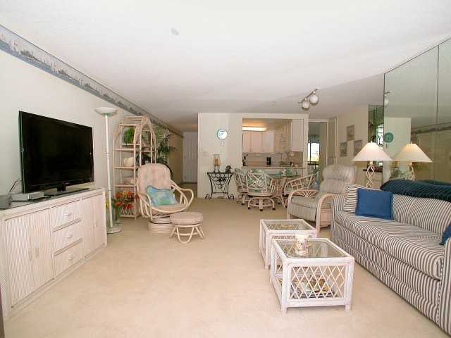 Photo 11: PACIFIC BEACH Home for sale or rent : 2 bedrooms : 3916 RIVIERA #406 in San Diego
