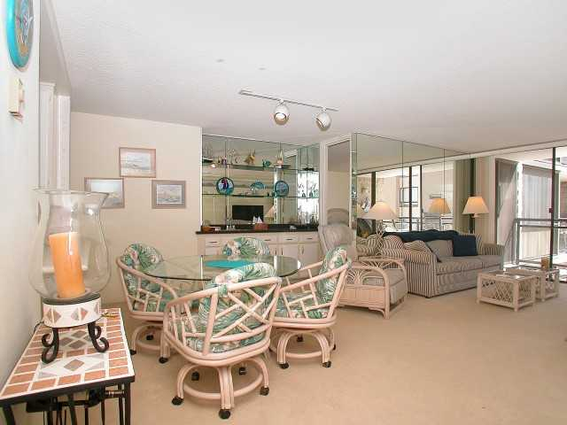 Photo 5: PACIFIC BEACH Home for sale or rent : 2 bedrooms : 3916 RIVIERA #406 in San Diego