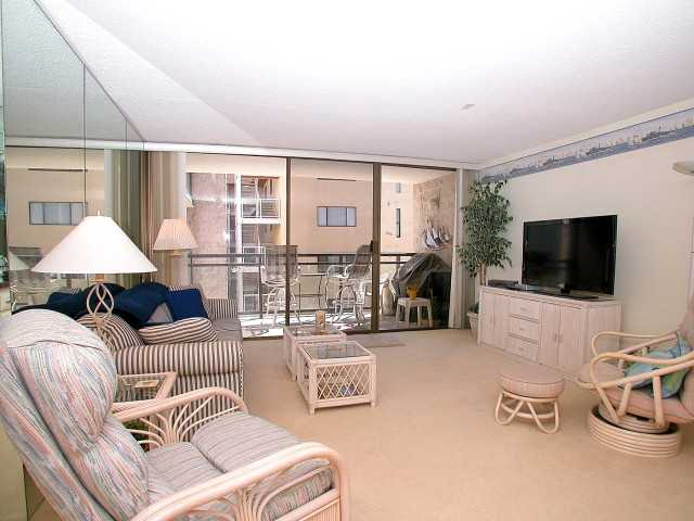 Photo 2: PACIFIC BEACH Home for sale or rent : 2 bedrooms : 3916 RIVIERA #406 in San Diego