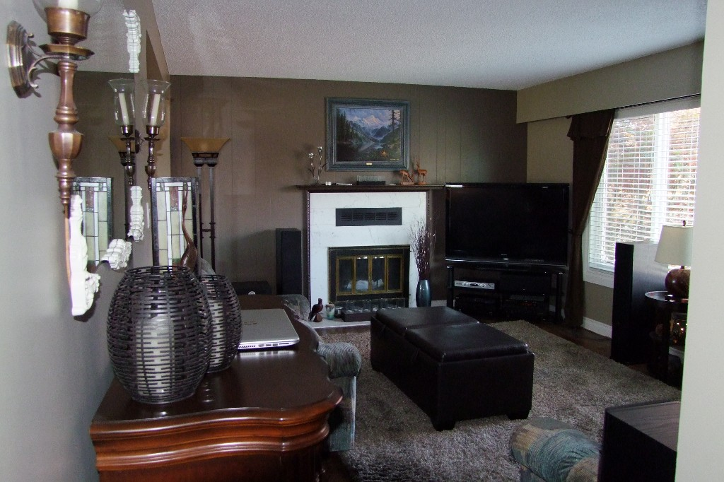 Photo 2: 8776 Ashwell Rd in Chilliwack: House for sale : MLS(r) # H1404428