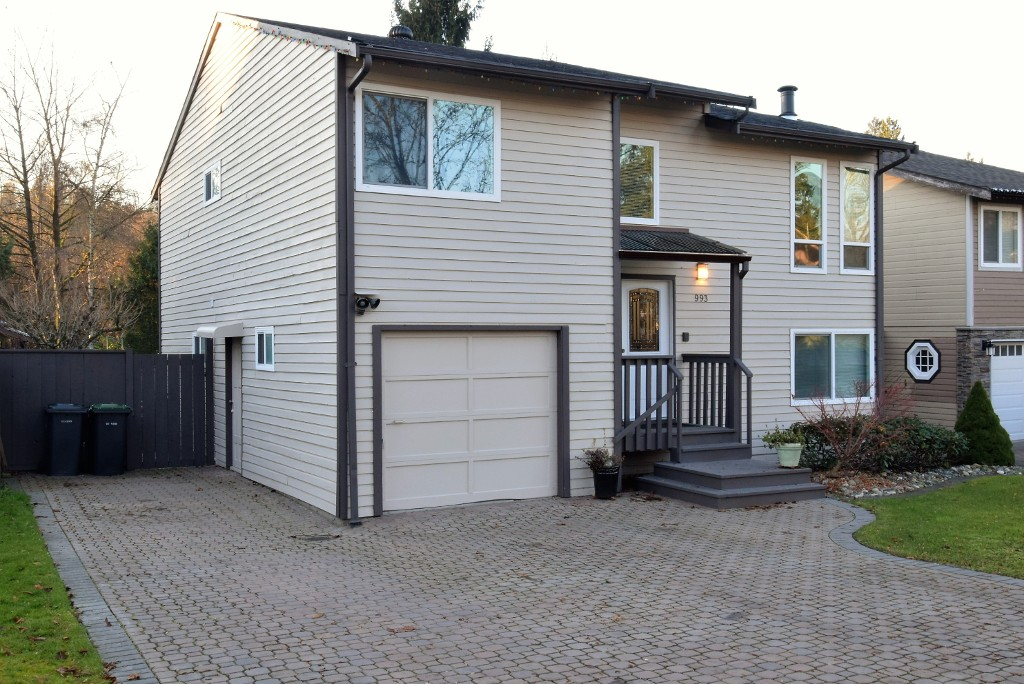 Photo 2: 993 Hoy Street in Coquitlam: Meadow Brook House for sale : MLS® # R2018981