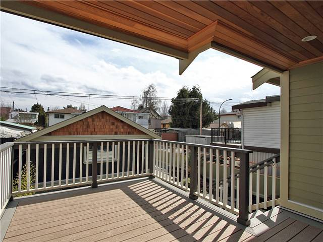 Photo 9: 4062 BEATRICE Street in Vancouver: Victoria VE House for sale (Vancouver East)  : MLS® # V941379