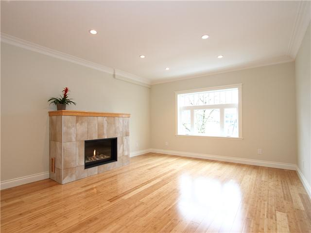 Photo 3: 4062 BEATRICE Street in Vancouver: Victoria VE House for sale (Vancouver East)  : MLS® # V941379