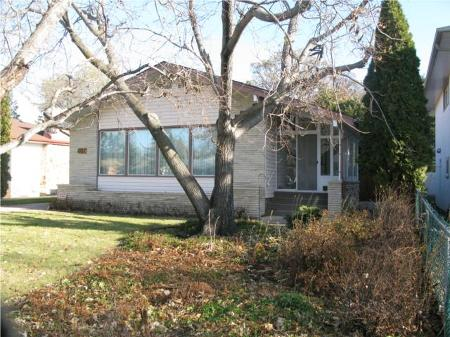 Main Photo: Beautiful 4 Bedroom Bungalow!