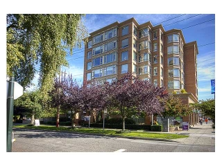 "Main Photo: 304 2580 TOLMIE Street in Vancouver: Point Grey Condo for sale in ""POINT GREY PLACE"" (Vancouver West)  : MLS(r) # V974434"