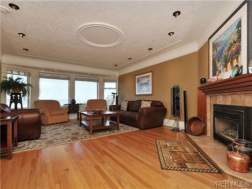 Photo 4: 858 Seamist Court in VICTORIA: SE Cordova Bay Single Family Detached for sale (Saanich East)  : MLS® # 322527