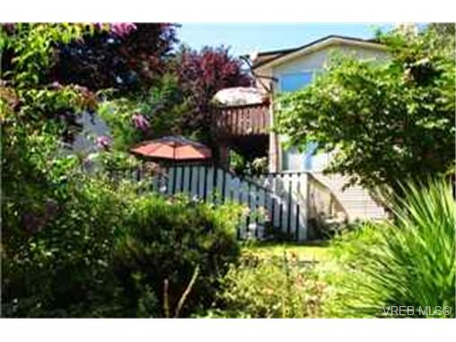 Photo 2: 1182 Glen Tara Lane in VICTORIA: SW Strawberry Vale Single Family Detached for sale (Saanich West)  : MLS(r) # 227424