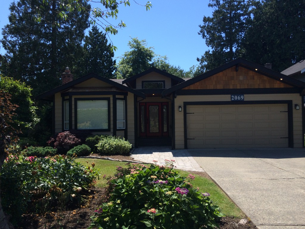 "Main Photo: 2069 OCEAN FOREST Drive in Surrey: Crescent Bch Ocean Pk. House for sale in ""OCEAN CLIFF ESTATES"" (South Surrey White Rock)  : MLS® # F1416519"