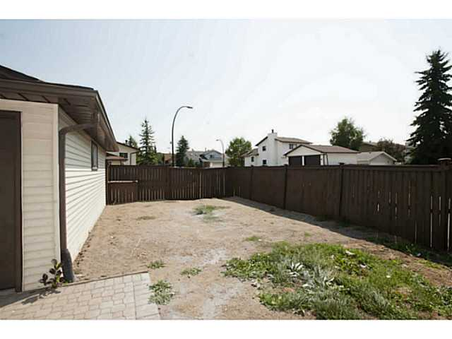 Photo 4: 195 WHITEHAVEN Road NE in CALGARY: Whitehorn Residential Detached Single Family for sale (Calgary)  : MLS(r) # C3629421
