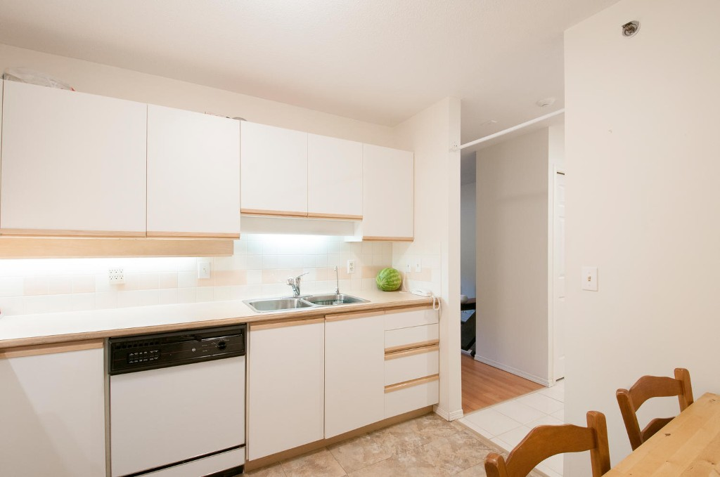 Photo 6: 208 6737 STATION HILL COURT in Burnaby: South Slope Condo for sale (Burnaby South)  : MLS® # R2084077
