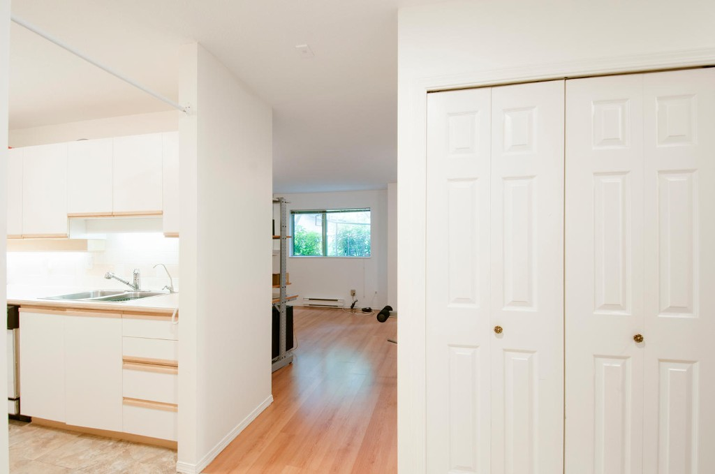 Photo 3: 208 6737 STATION HILL COURT in Burnaby: South Slope Condo for sale (Burnaby South)  : MLS® # R2084077