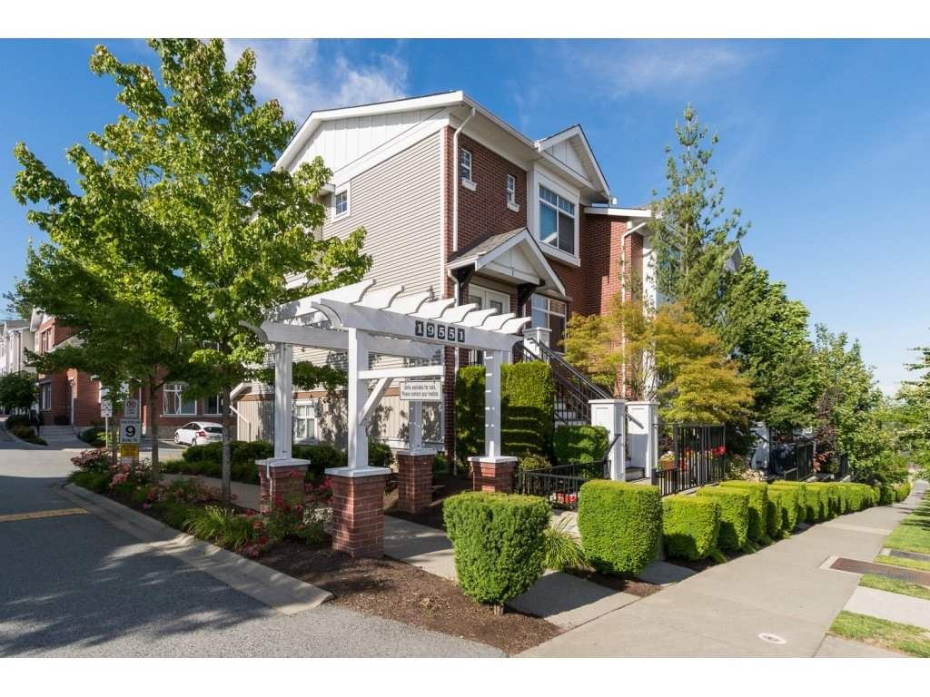 Main Photo: 52 19551 66 AVENUE in Surrey: Clayton Townhouse for sale (Cloverdale)  : MLS®# R2082804