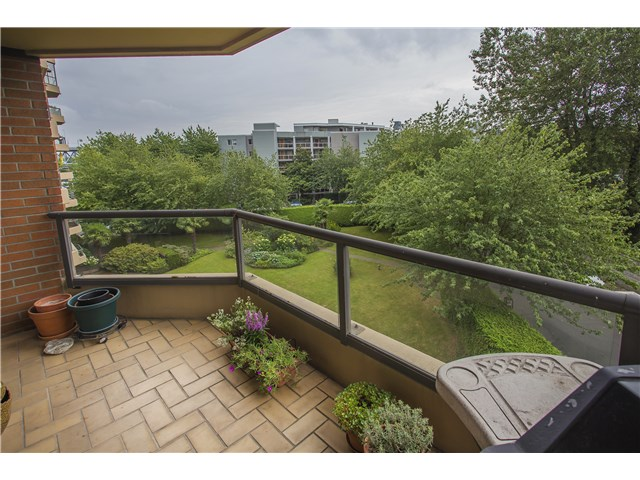 Main Photo: # 310 1490 PENNYFARTHING DR in Vancouver: False Creek Condo for sale (Vancouver West)  : MLS®# V1134085