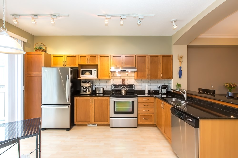 Photo 8: 8 8415 CUMBERLAND PLACE in Burnaby: The Crest Townhouse for sale (Burnaby East)  : MLS(r) # R2078677