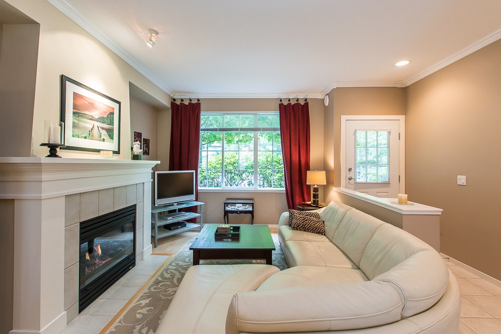 Photo 4: 8 8415 CUMBERLAND PLACE in Burnaby: The Crest Townhouse for sale (Burnaby East)  : MLS(r) # R2078677