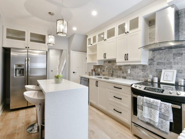 Photo 14: 10 Eaton Ave in Toronto: Danforth Village-East York Freehold for sale (Toronto E03)  : MLS(r) # E3683348