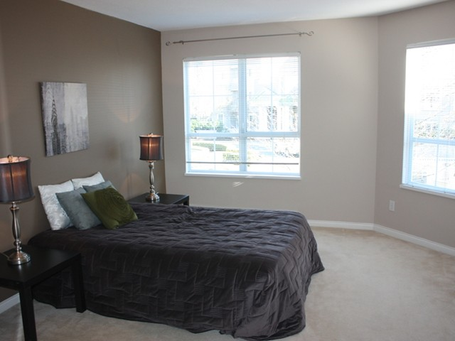 "Photo 5: 109 2960 PRINCESS in Coquitlam: Canyon Springs Townhouse for sale in ""THE JEFFERSON"" : MLS(r) # V930888"