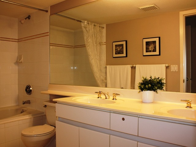"Photo 6: 109 2960 PRINCESS in Coquitlam: Canyon Springs Townhouse for sale in ""THE JEFFERSON"" : MLS(r) # V930888"
