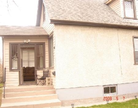 Photo 2: 909 MANITOBA: Residential for sale (Canada)  : MLS® # 2807630