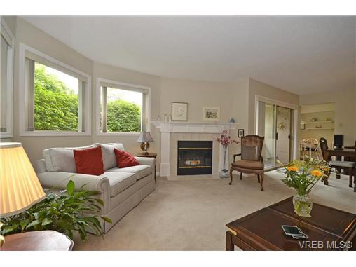 Main Photo: 102 1597 Mortimer Street in VICTORIA: SE Mt Tolmie Condo Apartment for sale (Saanich East)  : MLS® # 328062