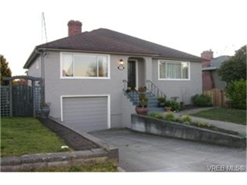 Main Photo: 2047 Newton Street in VICTORIA: OB Henderson Single Family Detached for sale (Oak Bay)  : MLS® # 241389
