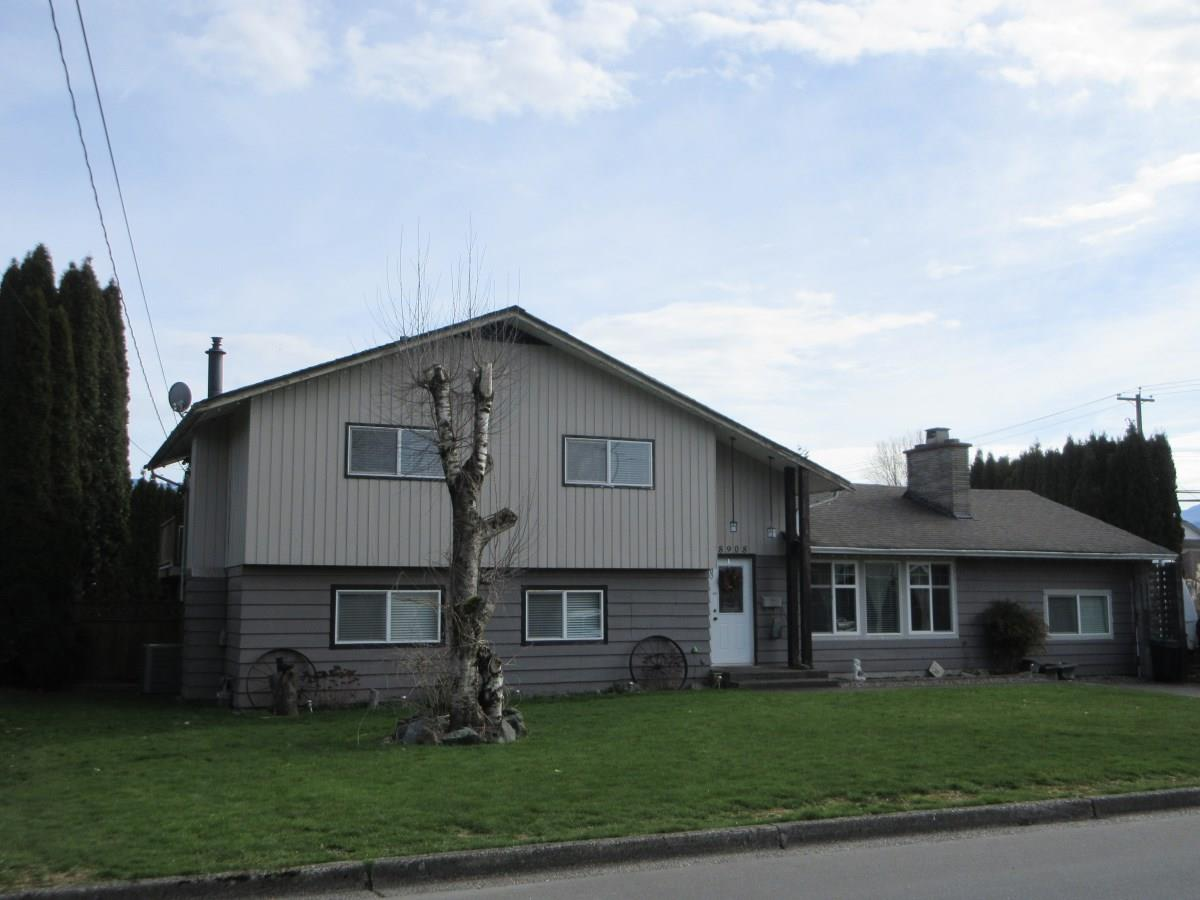 Main Photo: 8908 GLENWOOD STREET in Chilliwack: Chilliwack W Young-Well House for sale : MLS®# R2060442