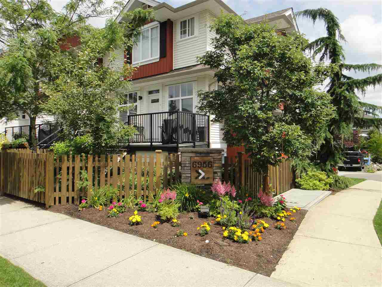 Main Photo: 67 6956 193 STREET in Surrey: Clayton Townhouse for sale (Cloverdale)  : MLS® # R2087455