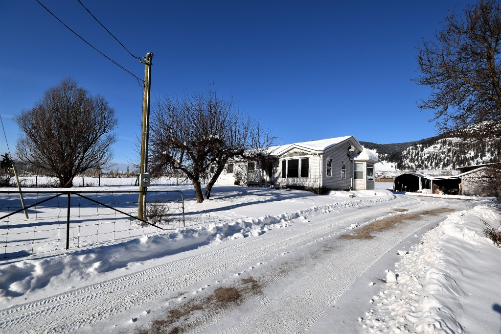 Photo 1: 6929 Highway 6 in Coldstream: Lavington House for sale (North Okanagan)  : MLS® # 10128046