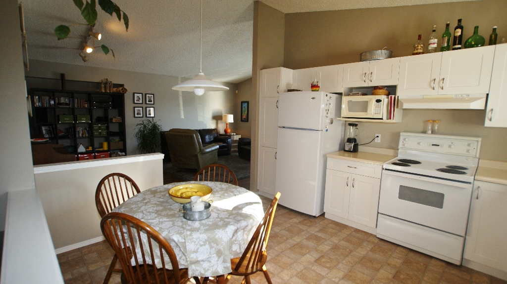 Photo 9: 84 Filbert Crescent in Winnipeg: North Kildonan Residential for sale (North East Winnipeg)