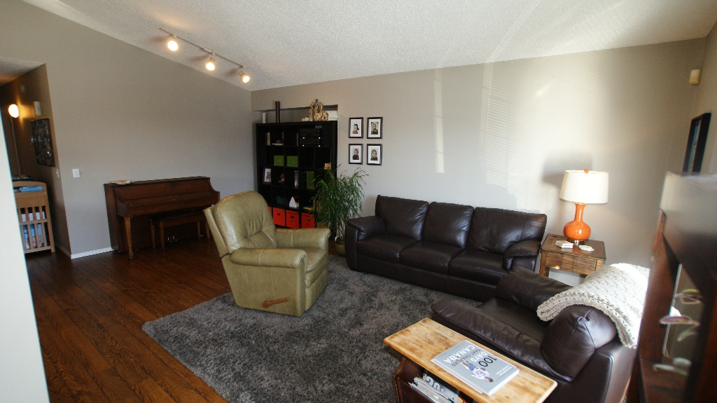 Photo 5: 84 Filbert Crescent in Winnipeg: North Kildonan Residential for sale (North East Winnipeg)
