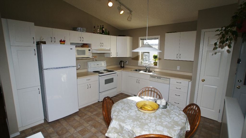 Photo 8: 84 Filbert Crescent in Winnipeg: North Kildonan Residential for sale (North East Winnipeg)