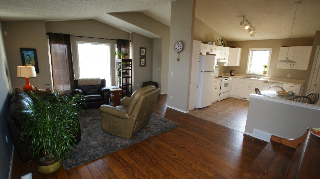 Photo 7: 84 Filbert Crescent in Winnipeg: North Kildonan Residential for sale (North East Winnipeg)