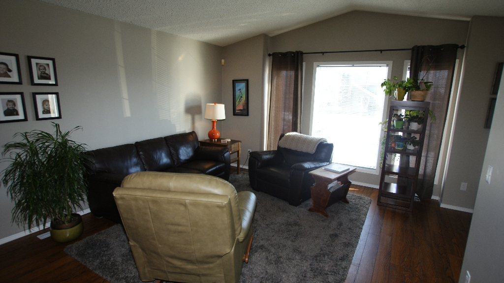 Photo 4: 84 Filbert Crescent in Winnipeg: North Kildonan Residential for sale (North East Winnipeg)