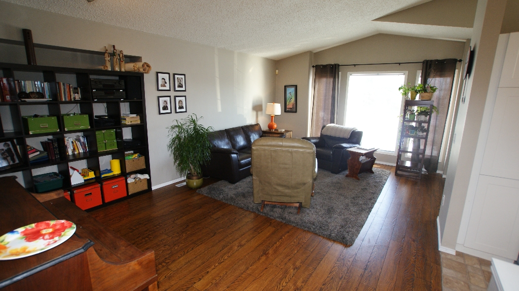Photo 6: 84 Filbert Crescent in Winnipeg: North Kildonan Residential for sale (North East Winnipeg)