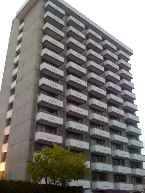 Main Photo:  in Concrete Highrise Building: Shaughnessy Home for sale ()