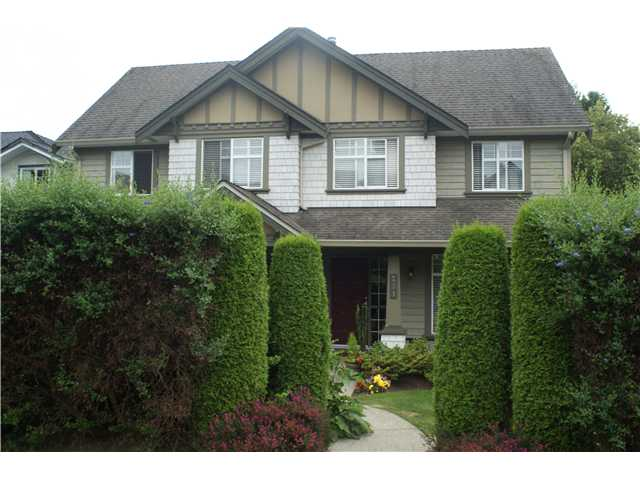 Main Photo: 251 E 10TH Street in North Vancouver: Central Lonsdale House 1/2 Duplex for sale : MLS(r) # V1077062