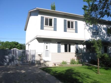 Main Photo: Gorgeous 3 Bedroom Side by side