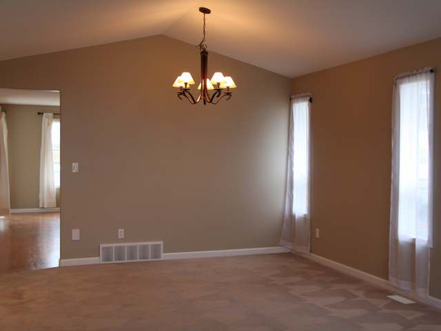 Photo 7: Kamloops Bachelor Heights home, quick possession
