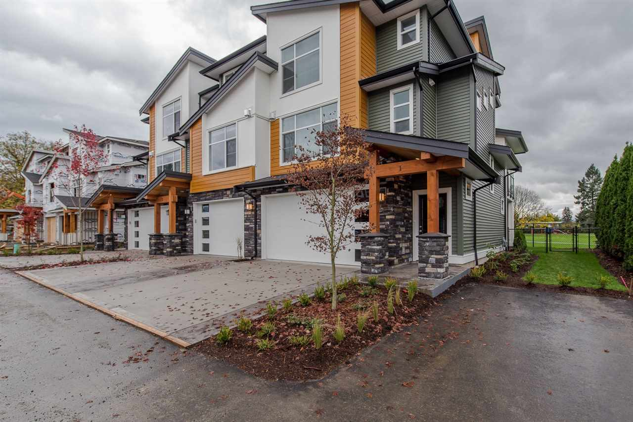 Photo 2: 36 46570 MACKEN AVENUE in Chilliwack: Chilliwack N Yale-Well Townhouse for sale : MLS® # R2044292